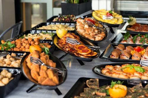 buffet-tiki-bar